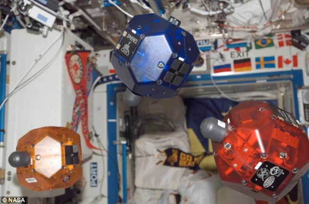 Nasa's robo-helpers floating on the ISS: This week they will get an upgrade giving them 3D vision. The photo is taken from the Daily Mail website.