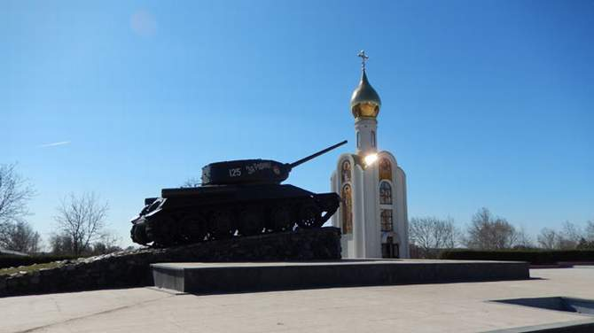 A war memorial in Tiraspol, Trans-Dniester. Nato fears Russian troops could move there quickly