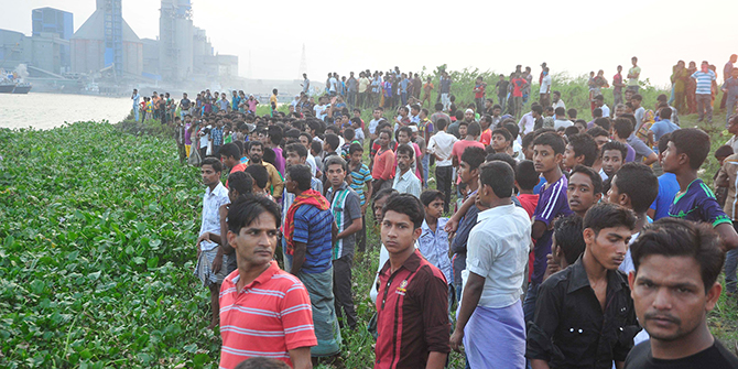 This Star photo taken on May 3 shows locals gather on the back of the Shitalakkhya river to see recovery of the bodies of Narayanganj City Corporation panel mayor Nazrul Islam and six others from there on April 29 and 30.