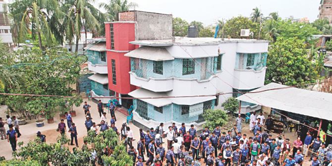 This Star photo taken on May 3 shows a large number of law enforcers conducting a search operation at the house of Nur Hossain, prime accused in the Narayanganj 7-murder cases. Police collected evidence and arrested 11 people at the house.