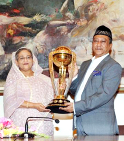 PM witnesses World Cup Cricket Trophy