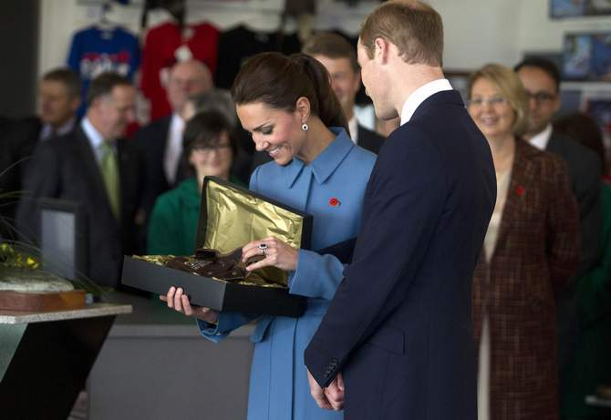 Britain's Prince William (R) looks with his wife Catherine, the Duchess of Cambridge, at a flying hat that was a gift for their son Prince George at the Omaka Aviation Heritage Center near Blenheim April 10, 2014. Photo: Reuters