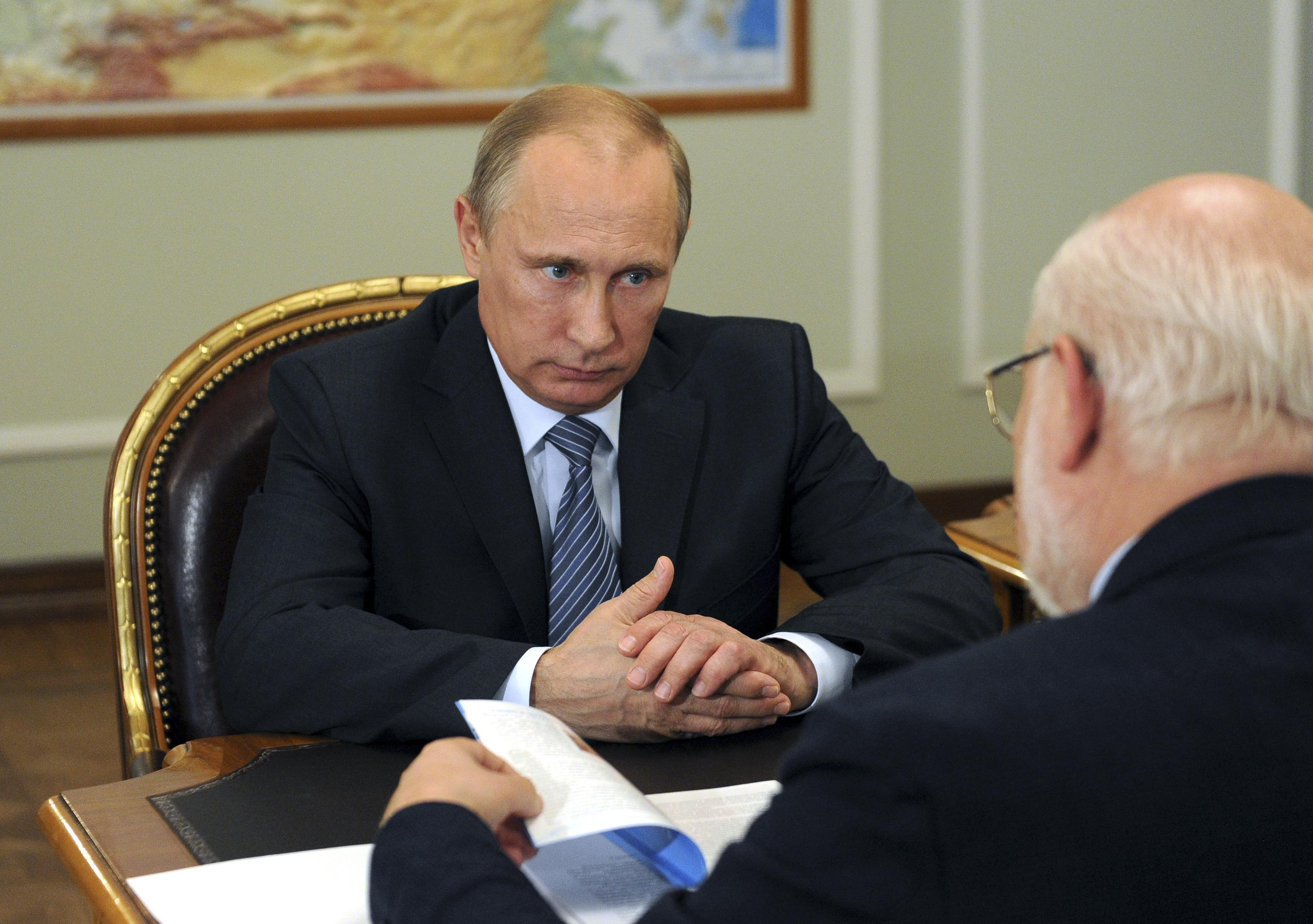 Russia's President Vladimir Putin meets with head of the presidential human rights council Mikhail Fedotov at the Novo-Ogaryovo state residence outside Moscow, July 29, 2014. Photo: Reuters