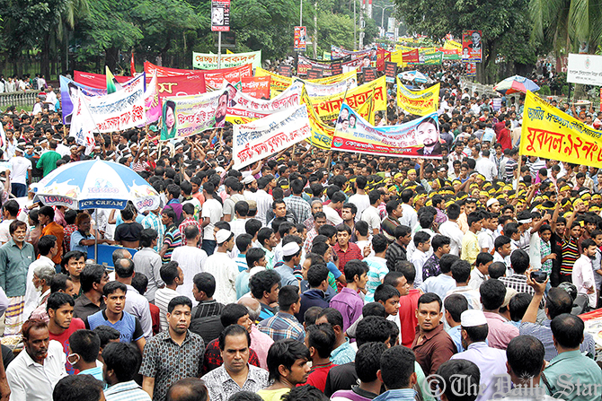 Leaders and activists of BNP-led 20-party alliance throng the rally venue at Suhrawardy Udyan in Dhaka on Tuesday afternoon. Photo: Amran Hossain
