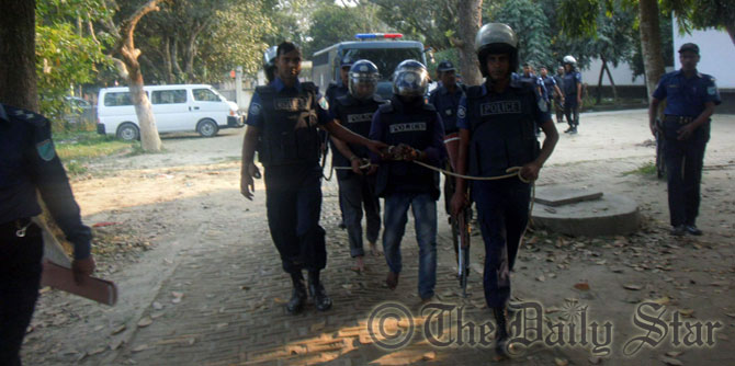 Covered with armour, police take JMB militant Zakaria and militant suspect Russel to judicial magistrate's court in Tangail this afternoon. Photo: STAR