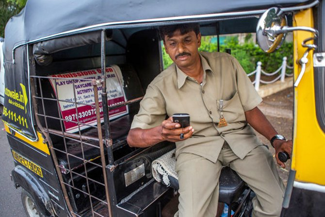 Now with Autowale, Praveen Narayan Dusane simply checks text messages on his cellphone for his schedule, with pickups usually coming every hour or so. Photo: The New York Times