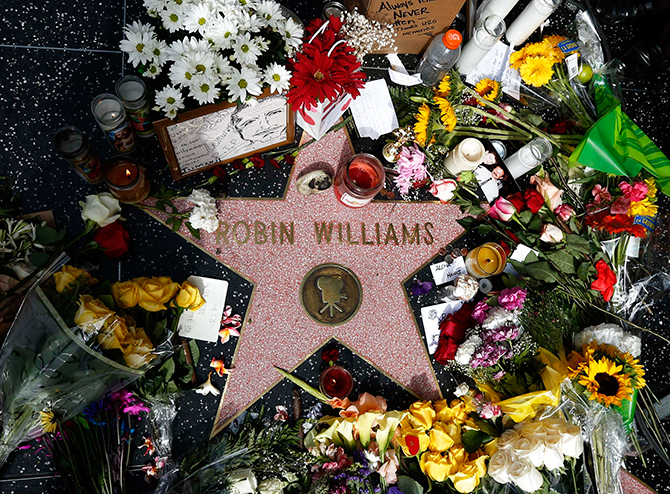 Flowers are seen on the late Robin Williams' star on the Hollywood Walk of Fame in Los Angeles, California August 12, 2014. Photo: Reuters