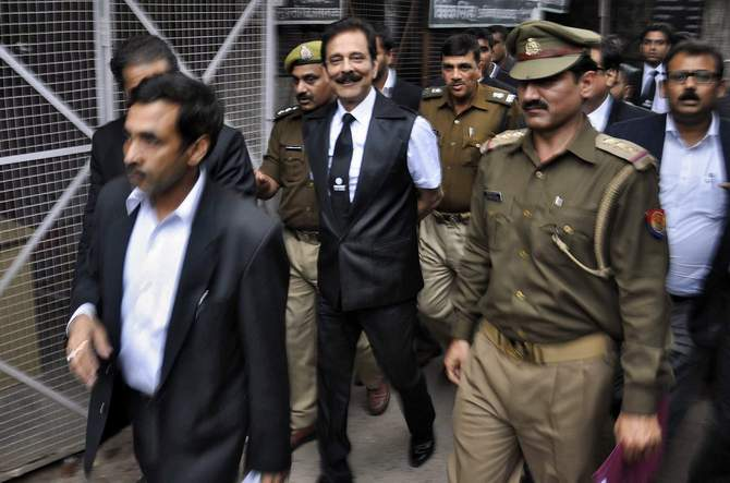 The Sahara group chairman Subrata Roy (C) is escorted by police to a court in the northern Indian city of Lucknow on February 28. Photo: Reuters