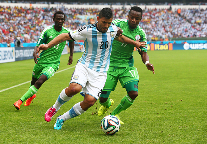 Sergio Aguero of Argentina controls the ball against Ogenyi Onazi of Nigeria during the 2014 FIFA World Cup Brazil Group F match between Nigeria and Argentina at Estadio Beira-Rio on June 25, 2014 in Porto Alegre, Brazil. Photo: Getty Images