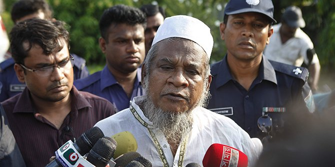 This Star photo taken on May 12 shows Shahidul Islam, father-in-law of slain Narayanganj panel mayor Nazrul Islam, is talking with reporters.