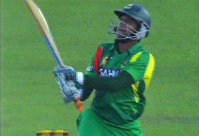 Shakib Al hasan hits a six on his way to a 16-ball 44 against Pakistan at Mirpur Tuesday. Photo: TV grab