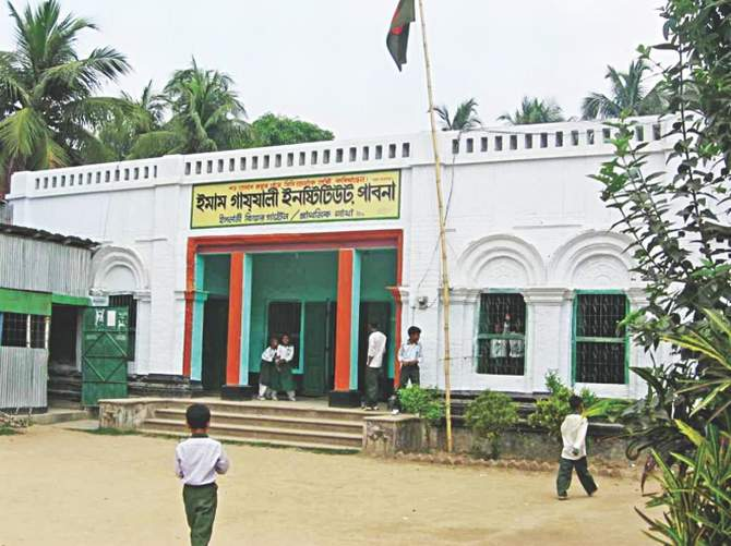 Suchitra's Gopalpur home in Pabna occupied and turned into a school by Jamaat-backed institution Imam Gazzali Institute. Photo: Star