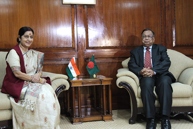 Indian External Affairs Minister Sushma Swaraj meets her Bangladeshi counterpart Foreign Minister AH Mahmood Ali in the capital Thursday morning. Photo: Star