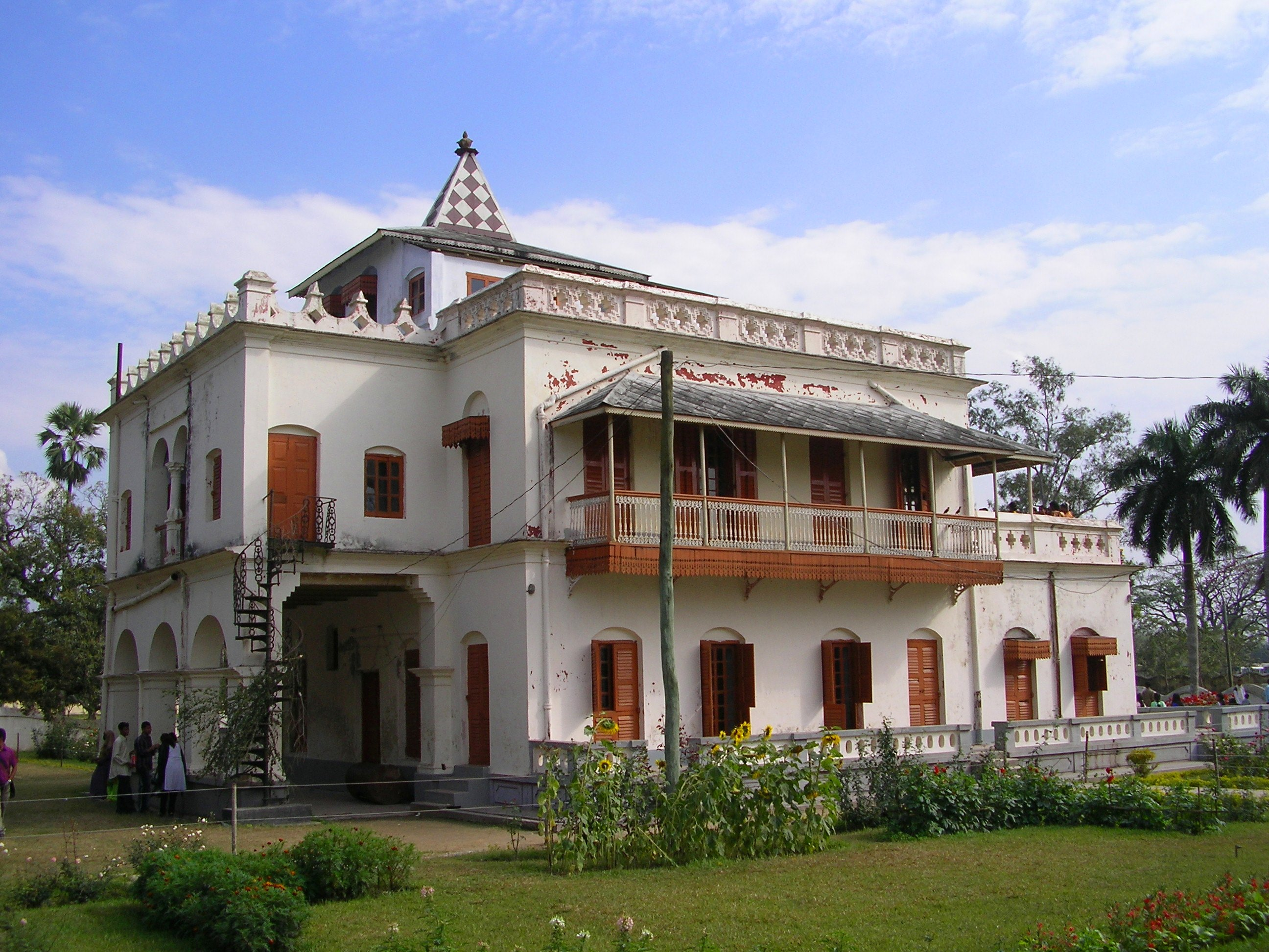 Shilaidaha Kuthibari is a historic place in Kumarkhali Upazila of Kushtia district in Bangladesh. Photo taken from Wikipedia.