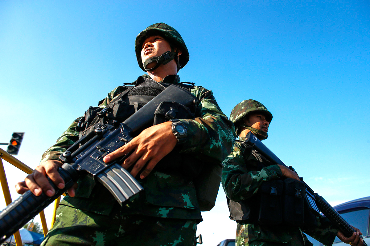 Thai soldiers take their positions near a pro-government