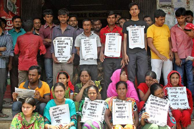 Garment workers of five factories of Tuba Group continue their protests for the sixth day on Saturday to demand due salaries and festival bonuses in Badda, Dhaka. Photo: STAR
