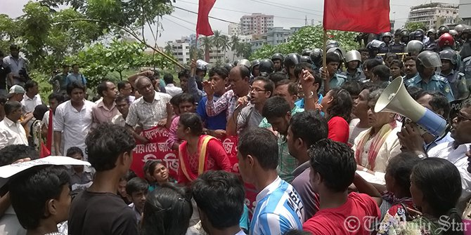 Police resist demonstrating workers of Tuba Group in front of the building of Bangladesh Garment Manufacturers and Exporters Association at Karwan Bazar in the capital Tuesday. The workers go to lay siege to the BGMEA building demanding three-month salaries and Eid bonus. Photo: Akram Hosen