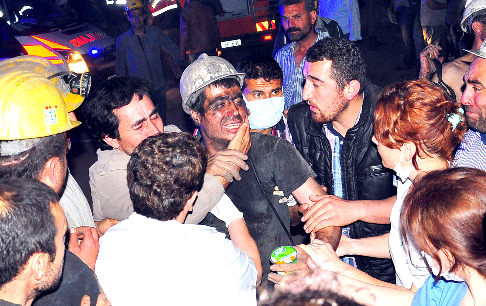 A rescued miner surrounded by relatives, medics and other miners cries after being rescued from a coal mine he was in trapped in Soma, a district in Turkey's western province of Manisa May 13, 2014. Photo: Reuters