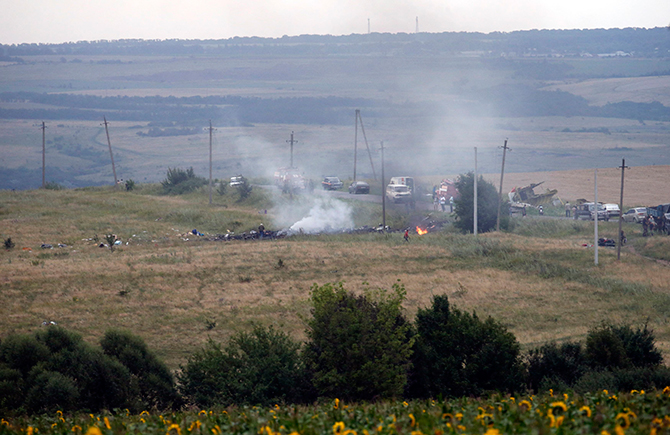 The site of a Malaysia Airlines Boeing 777 plane crash is seen near the settlement of Grabovo in the Donetsk region, July 17, 2014. The Malaysian Flight MH17 was brought down over eastern Ukraine on Thursday, killing all 295 people aboard and sharply raising stakes in a conflict between Kiev and pro-Moscow rebels in which Russia and the West back opposing sides. Photo: Reuters