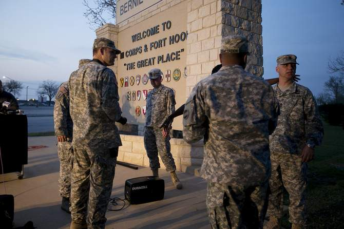 Military personnel wait for a press conference to begin at Ft Hood, Texas, April 2, 2014. Several people were killed on Wednesday when a gunman opened fire at a US Army base in Fort Hood, Texas, the site of another rampage in 2009, US officials said. Photo: Reuters