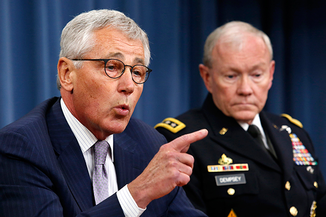U.S. Secretary of Defense Chuck Hagel (L) speaks next to Chairman of the Joint Chiefs of Staff General Martin Dempsey during a press briefing at the Pentagon in Washington, August 21, 2014. Photo: Reuters