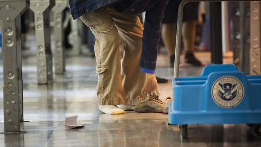 US said to warn airlines on possible shoe-bomb threat