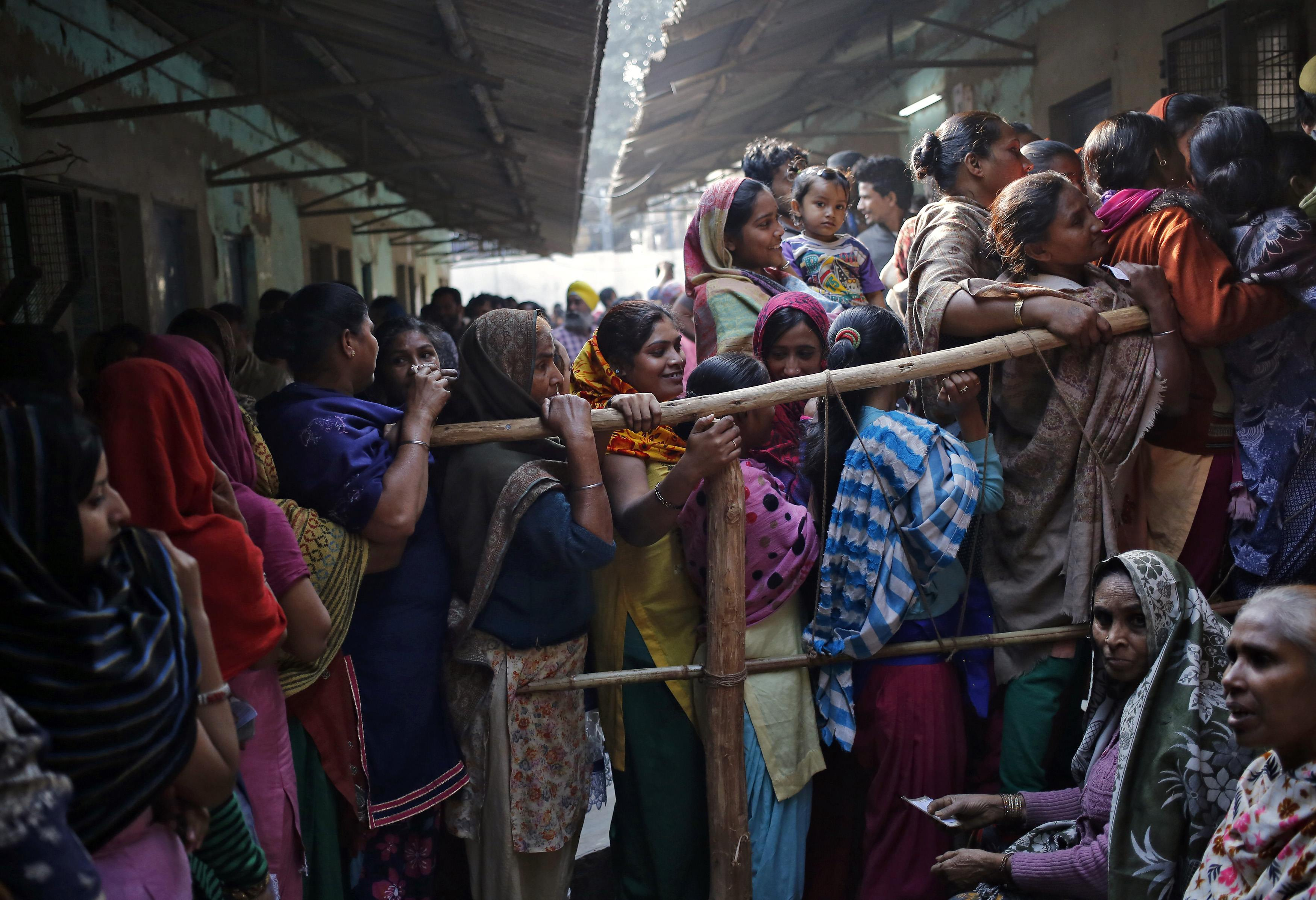 3.Voters line up to cast their votes at a polling station during the state assembly election in New Delhi February 7, 2015. Photo: Reuters
