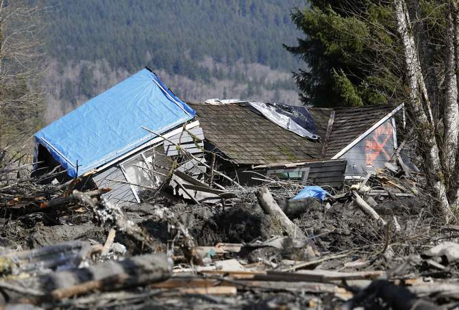 A landslide and structural debris blocks Highway 530 near Oso, Washington March 23. Photo: Reuters