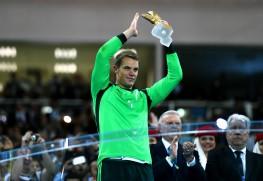 Neuer scoops Golden Glove award