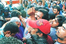 Gonojagoron factions hold rallies at Shahbagh