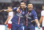 Lavezzi leads PSG to top