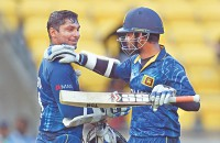 Effortless Lankan win, lifeline for Pakistan