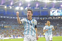Messi magic lights up Maracana