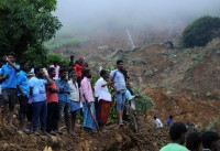 Sri Lanka steps up search for landslide victims