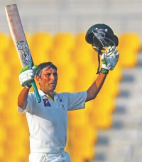 Younis fells 90-yr mark