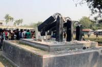 46-yr old Shaheed Minar vandalised in Kushtia