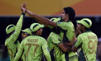 Pakistan keep WC hopes alive