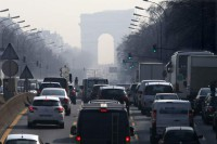 Paris restricts car use after pollution hits high